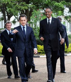 Sarkozy aracyakeneye Kagame  sarkozy-kagame-walking