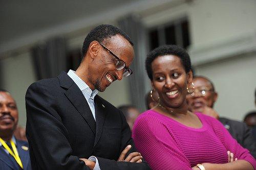 Abaministre n'abahagarariye u Rwanda mu mahanga biyise intore z'Impezamihigo bamaze gusinya imihigo Perezida Kagame yabateguriye! HE_7_na_Madam-f6ddb