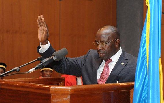 Pierre Damien Habumuremyi umukozi mwiza cyangwa umugaragu wa Perezida Kagame? rwandan-new-pm-habumuremyi-swearing-201110
