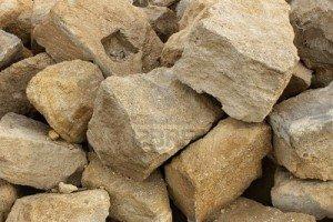 GUTERA AMABUYE KU MAZU Y'ABATARACITSE KU ICUMU BISHOBORA KWITWA INGENGABITEKEREZO YA JENOSIDE? 8825679-calcaire-gros-tas-les-pierres-utilis-es-dans-la-construction-300x200
