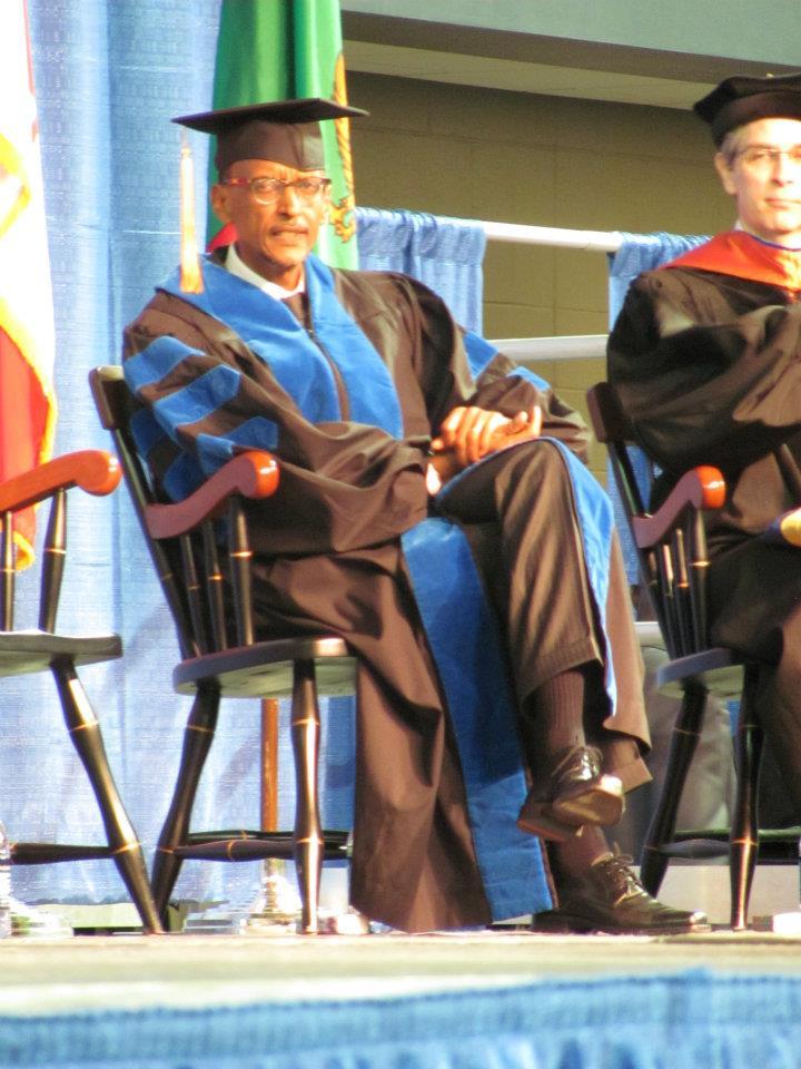 Kagame yakiriwe n'induru i Oskaloosa muri Iowa 543543_288546881238472_100002494860236_616964_620513609_n