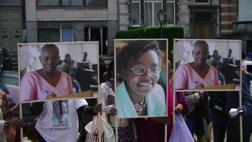 I Bruxelles habereye imyigaragambyo yo kwifatanya na Madame Victoire Ingabire  546577_10150776530136548_109504816547_9773679_582835177_n