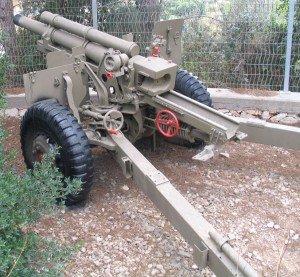 M101-105mm-howitzer-beyt-hatotchan-1-300x277
