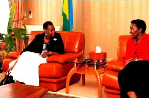 Jeannette Kagame agiye kwiyamamariza kuba perezida w'u Rwanda muri 2017 ! Jeannette-Kagame-na-Museveni
