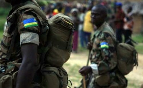 Kagame recrutes and led the Rwandan young people to go fight alongside rebels M23 Rwandais-Soldats